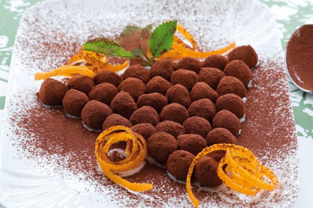 Grappolo d'uva al pan di Spagna e cacao