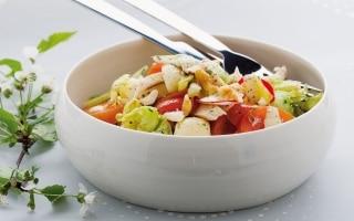 Misto di formaggio, pollo e verdure al curry