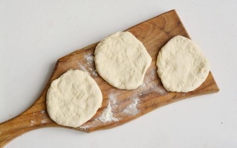 Preparazione Pizzelle con parmigiano - Fase 2