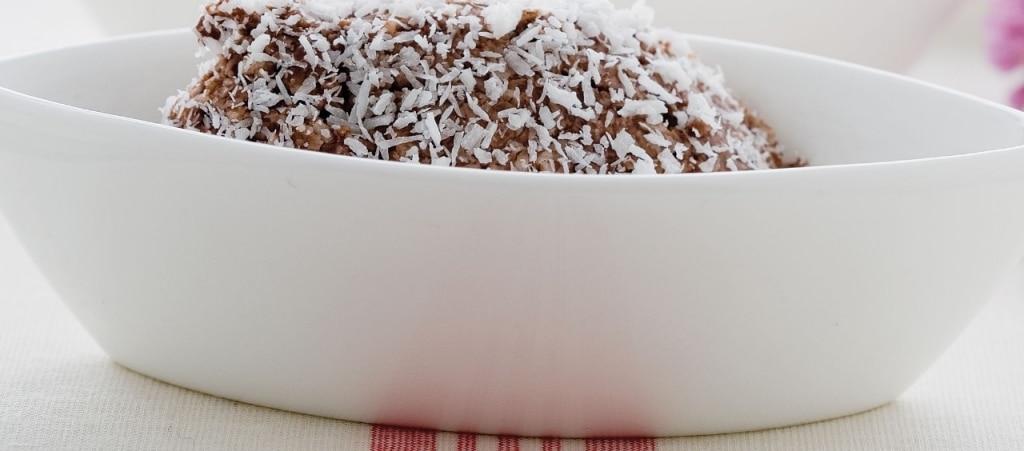 Quenelle di cocco e ricotta al cacao amaro