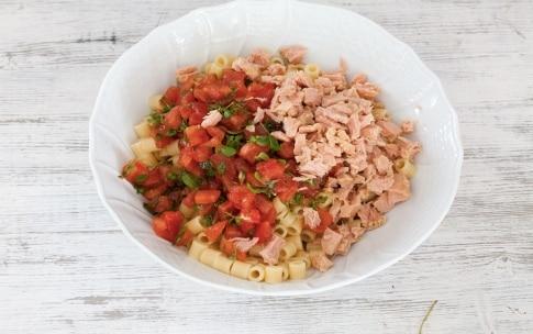 Preparazione Ditalini al tonno, pomodoro e erbe aromatiche - Fase 3