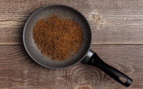 Preparazione Fusilli ai pomodorini, capperi e briciole croccanti - Fase 2