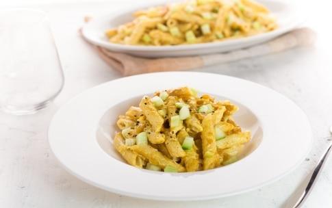 Preparazione Penne in insalata al curry - Fase 3