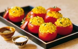 Pomodorini ripieni di riso pilaf allo...