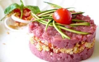 Sandwich di cavallo con panzanella di...