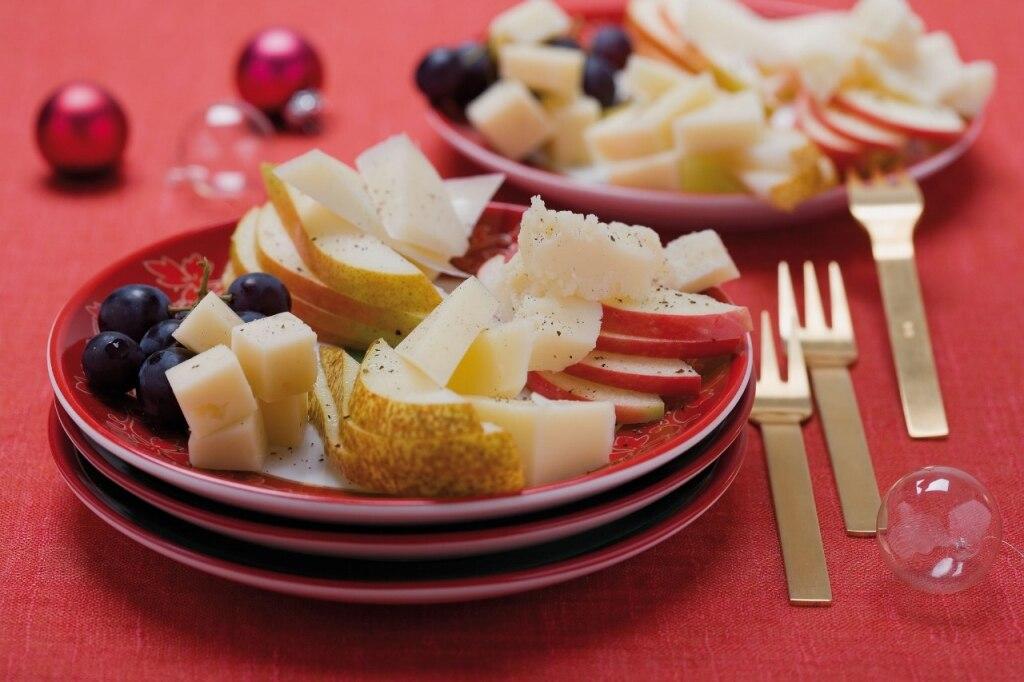 Formaggi stagionati e frutta fresca