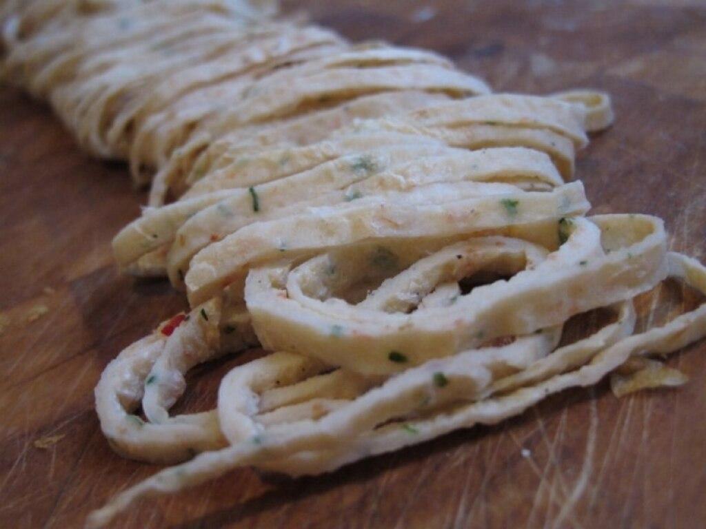 Tagliolini di gamberi e consommè di calamaro
