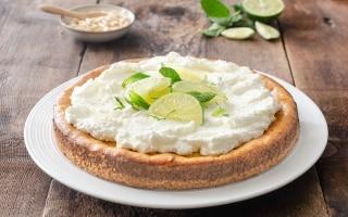 Crostata cheesecake al lime e pinoli