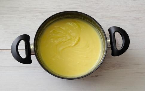 Preparazione Crostata con crema di mandorle e spicchi di limone - Fase 3