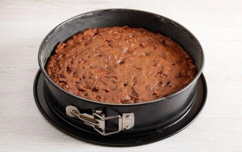 Preparazione Torta al cioccolato, frutta secca e pere - Fase 4