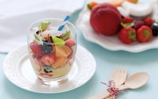 Frutta mista al latte di cocco e zafferano