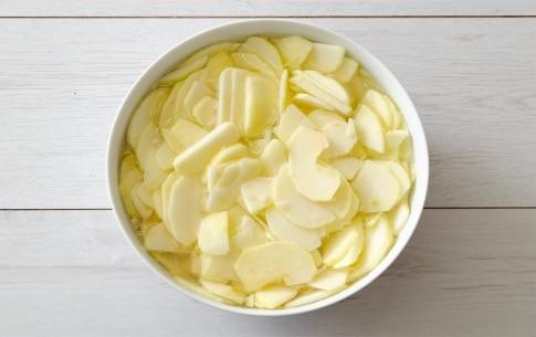 Preparazione Torta di mele facilissima - Fase 1