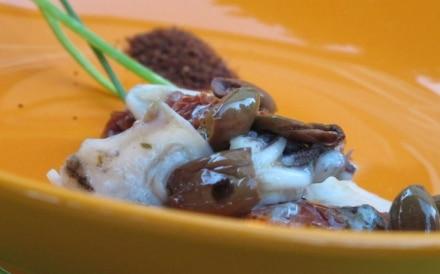 Calamari con pomodori secchi e taggiasche