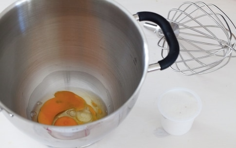 Preparazione Torta allo yogurt  - Fase 1