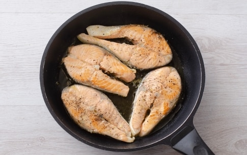 Preparazione Salmone con burro ai capperi - Fase 1