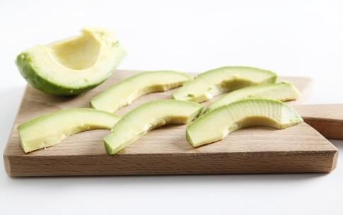 Preparazione Uramaki con gamberi e avocado - Fase 2
