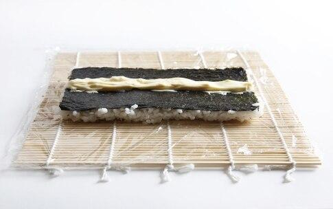 Preparazione Uramaki con gamberi e avocado - Fase 5
