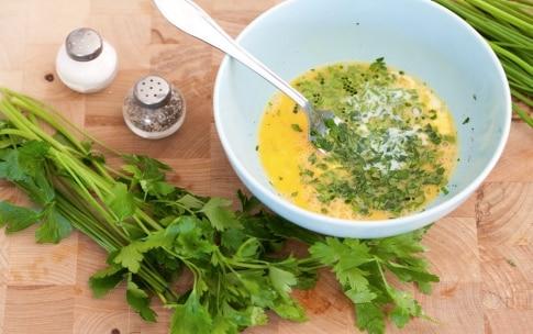 Preparazione Panino frittata di zucchine e confettura di cipolle - Fase 1