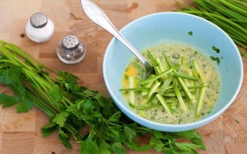 Preparazione Panino frittata di zucchine e confettura di cipolle - Fase 2