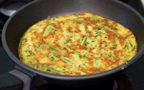 Preparazione Panino frittata di zucchine e confettura di cipolle - Fase 3