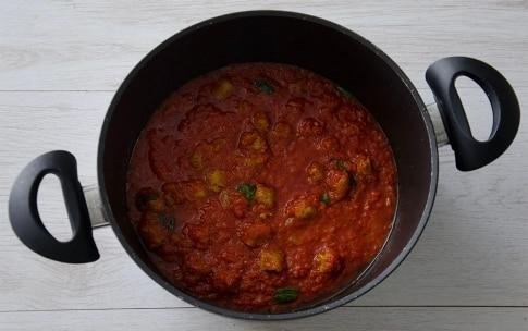 Preparazione Gnocchetti sardi con pomodoro e salsiccia - Fase 3
