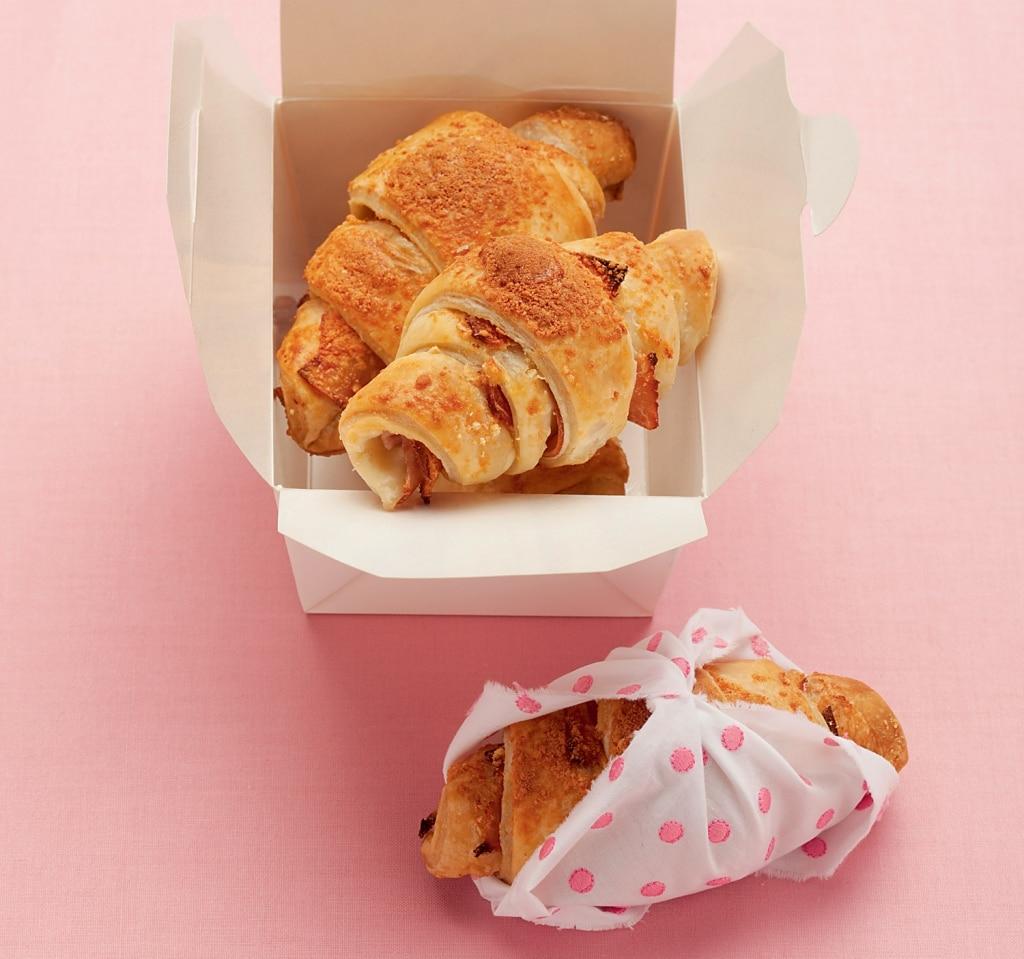 Mini cornetti di pane al prosciutto