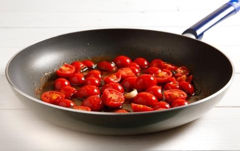 Preparazione Orecchiette con pomodorini e ricotta salata - Fase 2