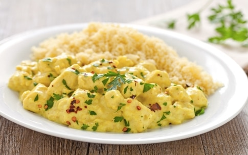 Preparazione Pollo al latte di cocco e curry con cous cous - Fase 3