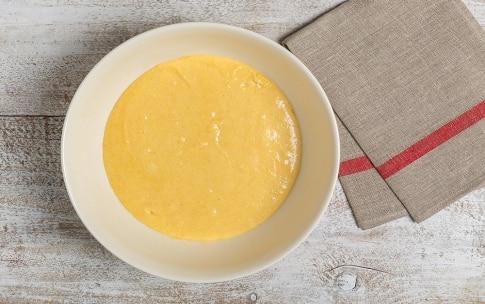 Preparazione Torta di farina gialla allo yogurt - Fase 1