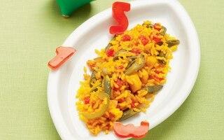 Paella con verdure, pollo e coniglio
