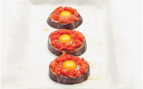 Preparazione Pizzette di melanzana con ovetti di quaglia - Fase 3