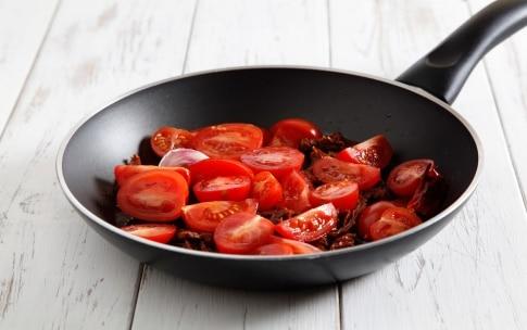 Preparazione Linguine alla colatura di alici e pomodori - Fase 2