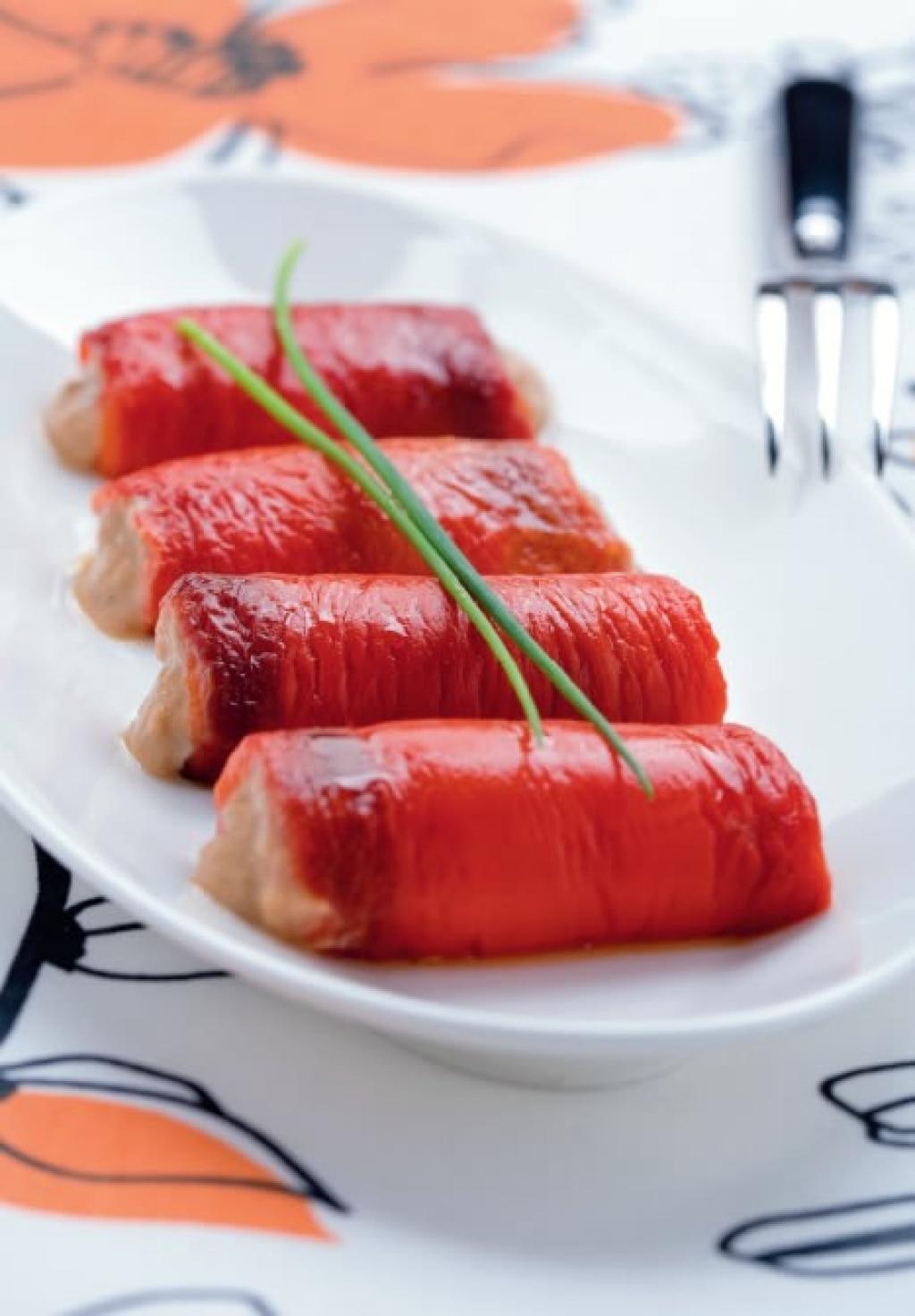 Rotolini di peperoni in salsa tonnata