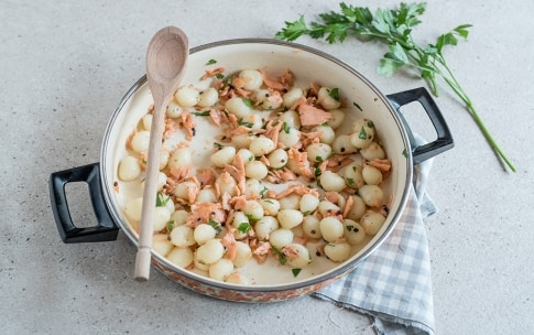 Preparazione Gnocchi al salmone e doppio pepe - Fase 3