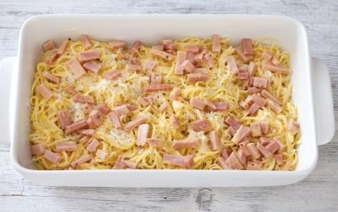 Preparazione Gratin di tagliolini panna e prosciutto - Fase 3