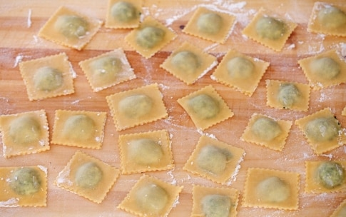 Preparazione Ravioli di ricotta e spinaci - Fase 4