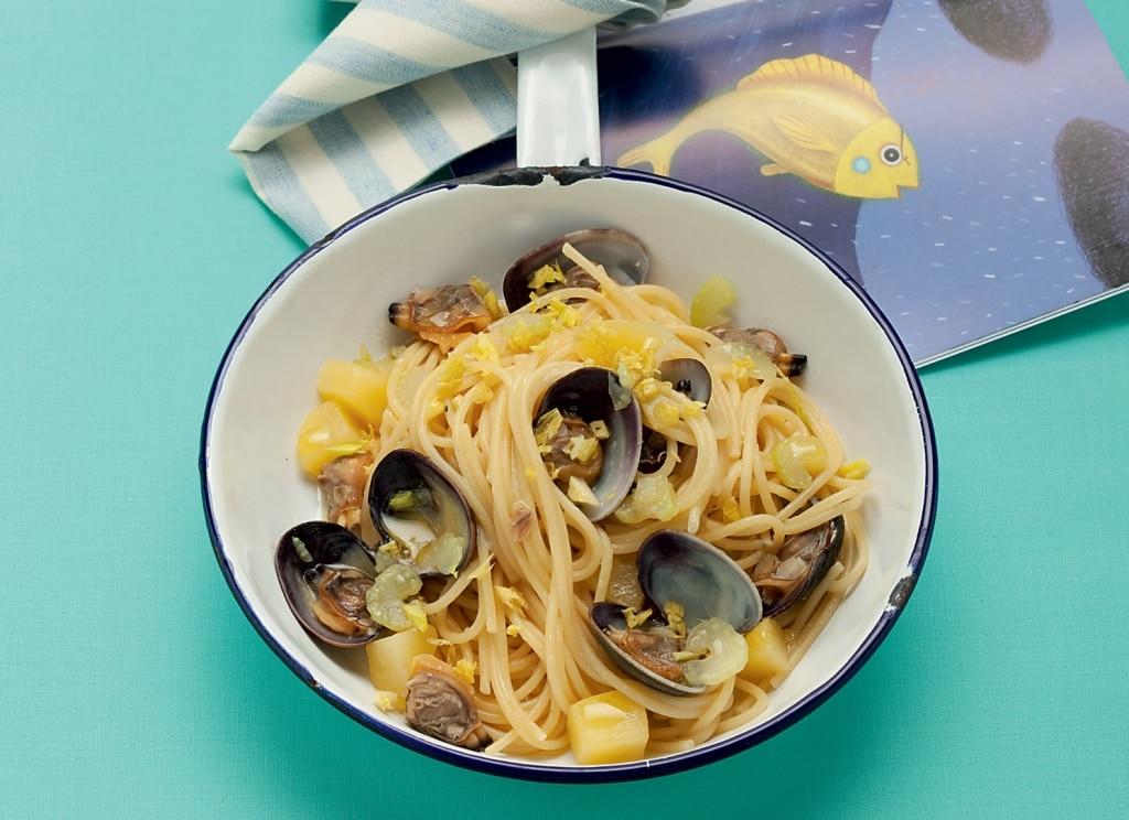 Spaghetti alle vongole con sedano e patate