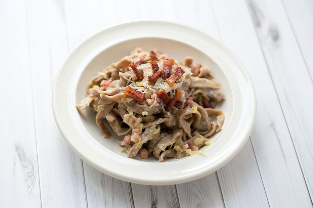 Tagliatelle di castagne, pancetta e pecorino