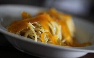 Spaghetti con bottarga, pecorino e prezzemolo