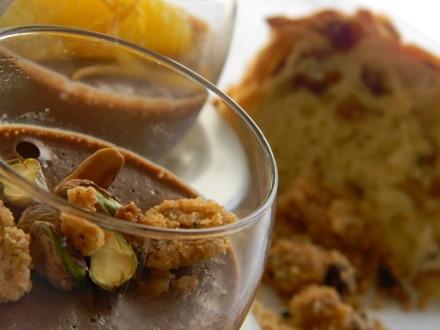 Semifreddo al cioccolato con crumble di panettone