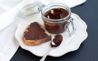 Crema spalmabile al cioccolato fondente e...
