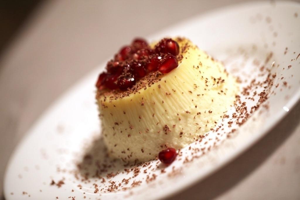 Bavarese alla vaniglia con cioccolato e melograno