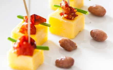 Cubotti di polenta con borlotti e datterini