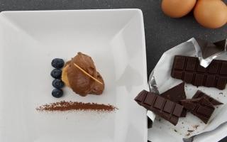 Mousse al cioccolato, frutti rossi e lingue...