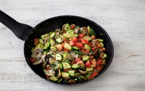 Preparazione Bavette alle vongole e zucchine - Fase 3