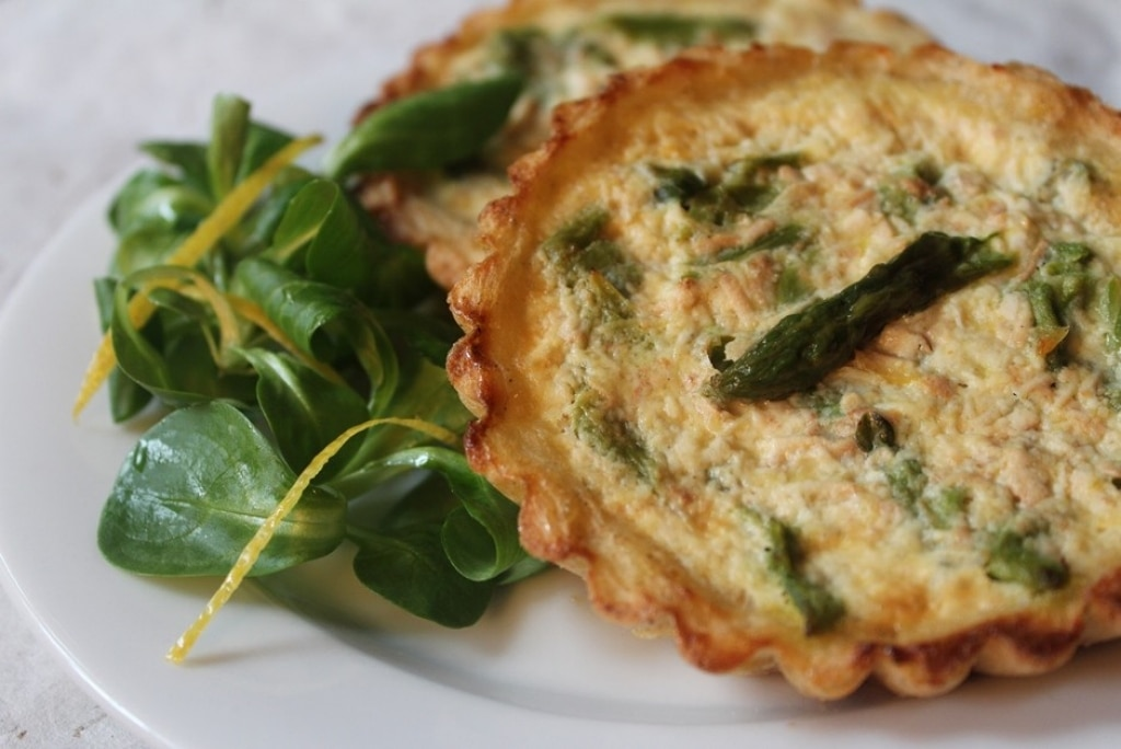 Quiche di asparagi in crosta di patate