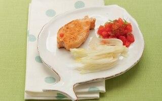 Hamburger di salmone con pomodori e finocchi