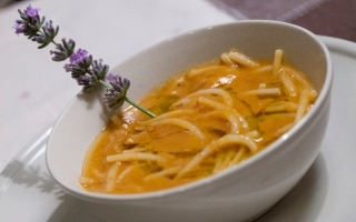 Spaghetti spezzati, zuppa di fagioli e...