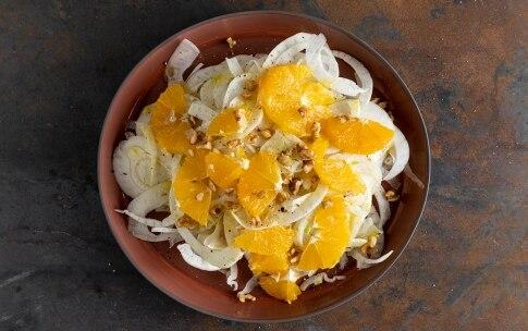 Preparazione Insalata di finocchi, arance e noci - Fase 3