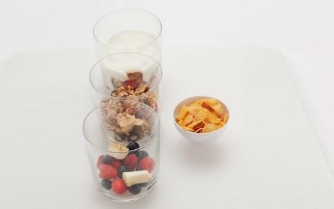 Preparazione Yogurt con frutta, cereali e miele - Fase 3